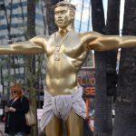 Kanye West har blivit en Jesus-skulptur